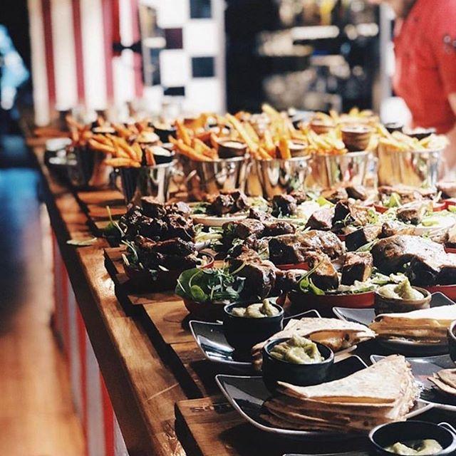 Mandag er faktisk en perfekt dag til tapas 😍 Små retter 🤗 ingen opvask 👌🏻 Er der nogen der trænger til at komme godt i gang med en ny uge? 💕💕 #pinchonationdk #mandagerokay #dropopvasken #tapas