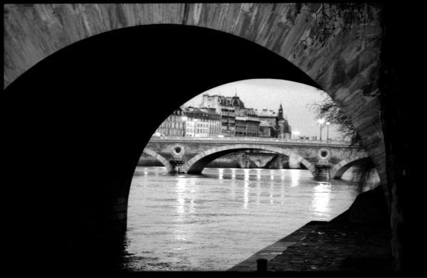 paris-black-and-white-photography-seine-river-bridges-tommy-stephen-turner2028129.jpg