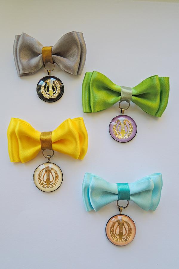 caudeamus bow -brooch.jpg