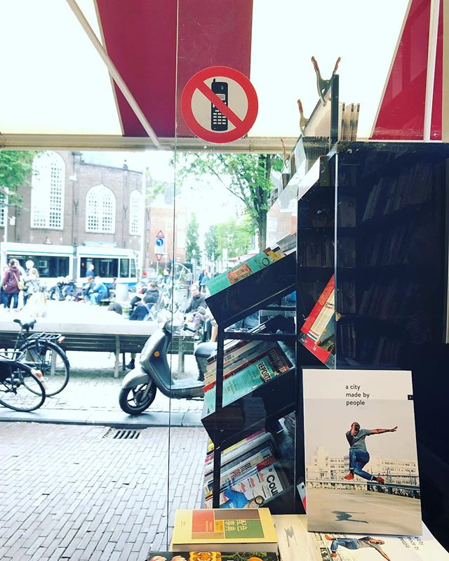 Stay off the phone + grab a magazine! We just restocked at @athenaeumnieuwscentrum 🎉 Happy weekend! #acitymadebypeople  #cityenthusiast  #liveability #livability #culture #amsterdam #magazine #journal #print