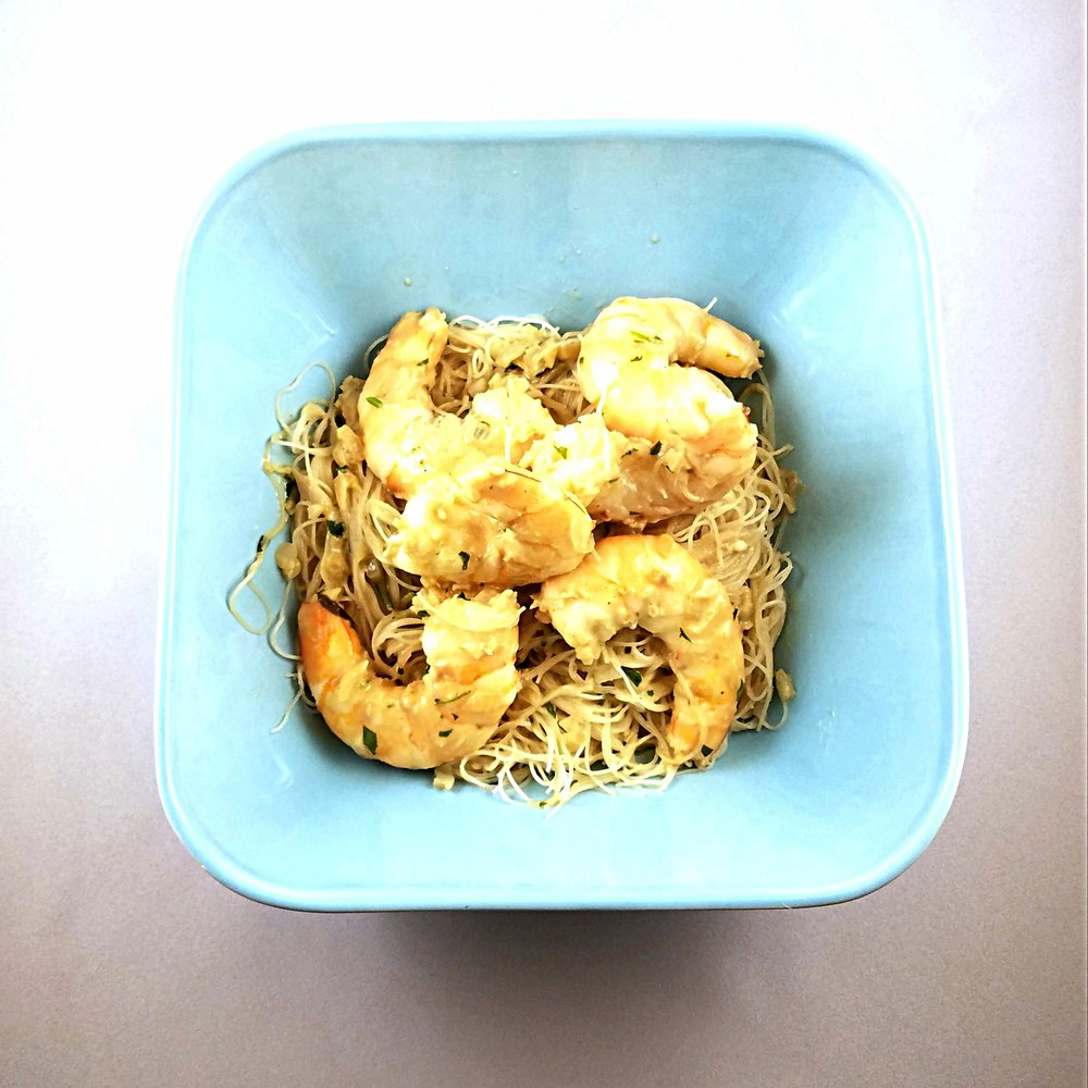 green curry shrimp with shallots and rice noodles