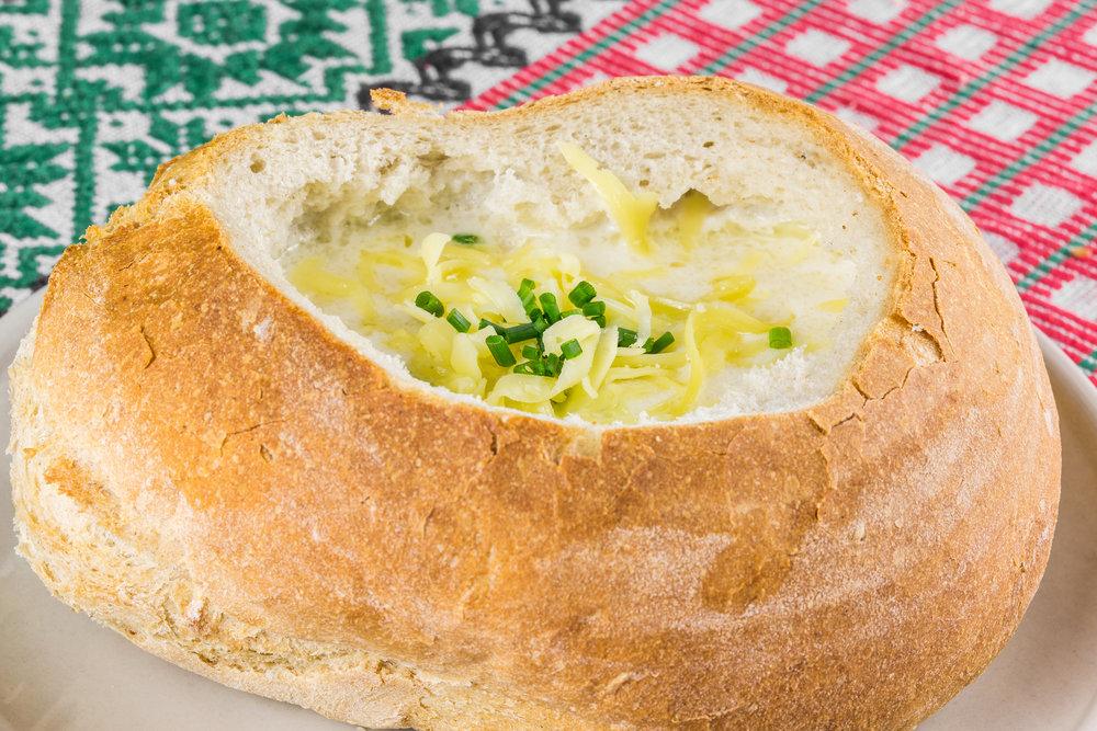 Cesnaková polievka v bochníku z našej pekárne - 3,80€