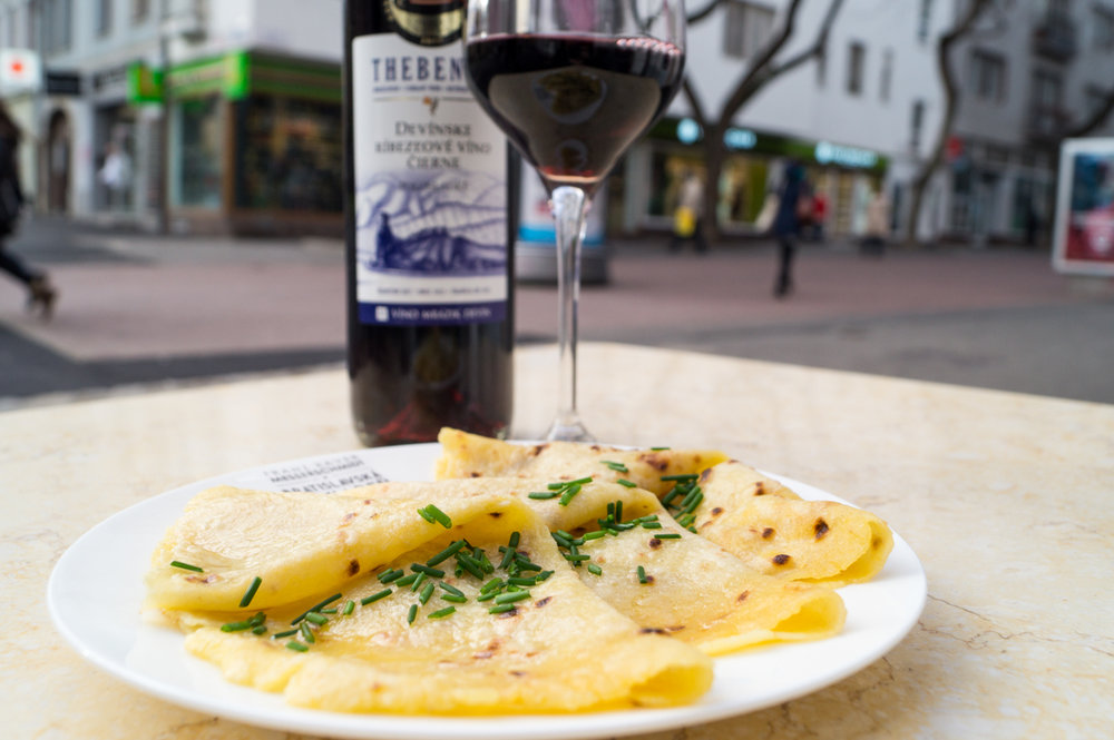 U nás robené čerstvé zemiakové lokše a ríbezľové víno od Mrázika 3 ks - 3,90€