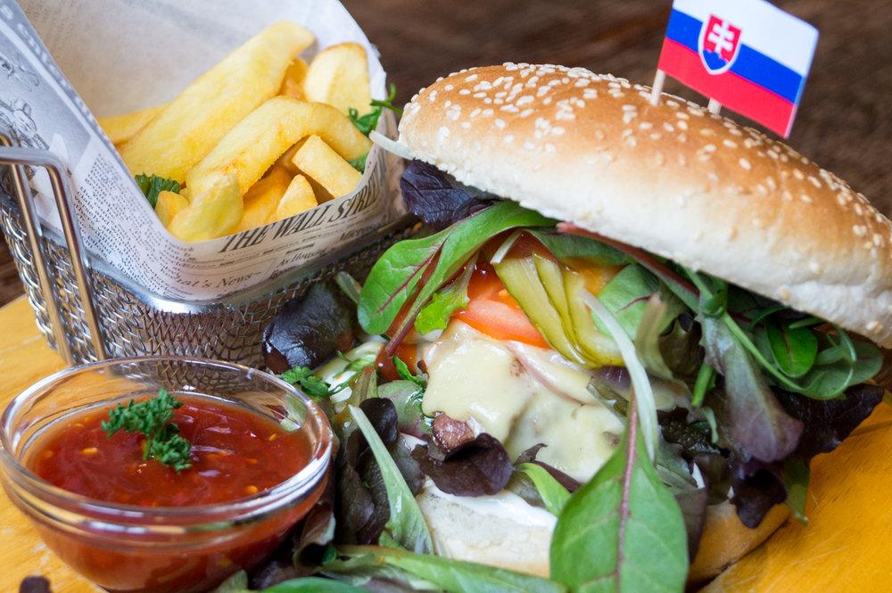 Hovädzí burger s hranolčekmi - 9,90€