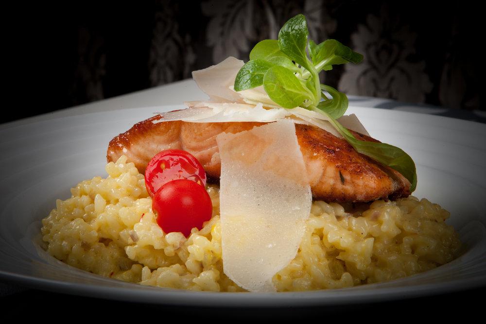 Šafránové rizoto s grilovaným lososom 350g - 7,90€