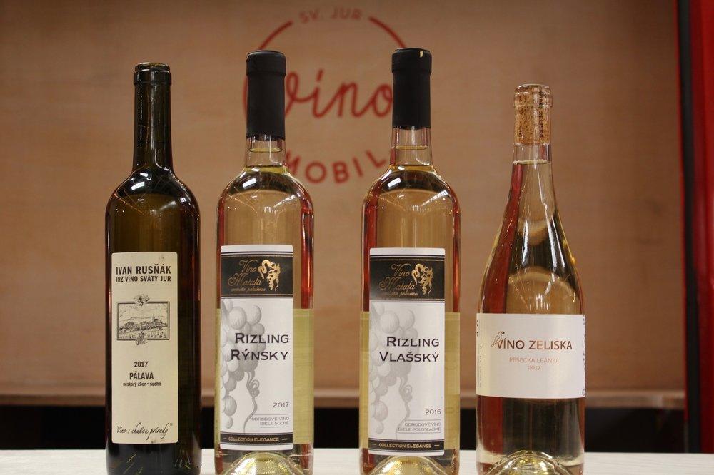 Biele víno - 1,75€/1dcl, 10€/fľ.