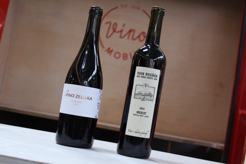 Červené víno - 2,00€/1dcl, 15€/fľ