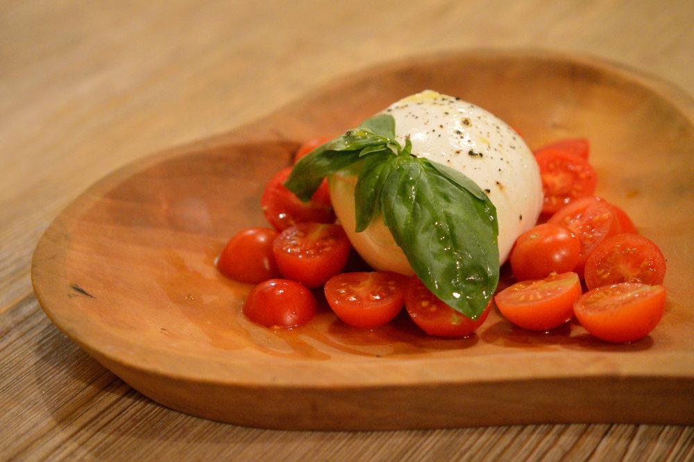 Mozzarella fresca di Bufala con Pomodorino 300g - 21€