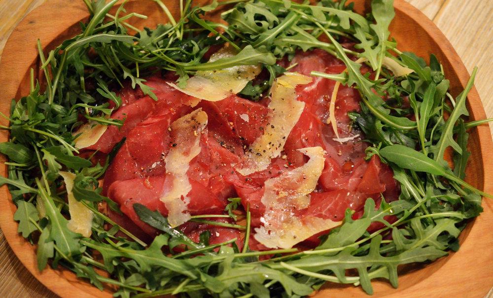 Brasaola con Scaglie di Parmigiano e Rucola 160g - 11,90€