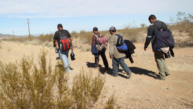 img-undocumented-workers-cross-from-mexico-illegal-immigration-getty_054021770795.jpg_item_large.png
