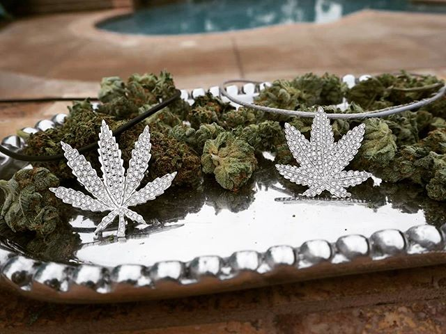 Gearing up for #independenceday #pooltime! #celebratefreedom #endprohibition #oneleafatatime  #cannabis #cannabiz #classycannabis #sativadivas #diamonds #womenwhogrow #womenofweed #womeninweed #mmj #legalizeit #cannactivist #4thofjuly #fourthofjuly Link to purchase in bio
