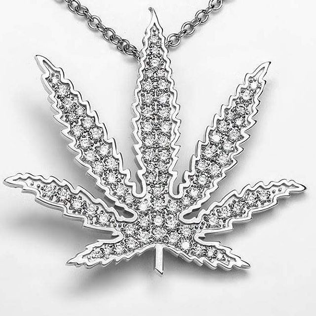 The sky won't be the only thing #sparkling on #independenceday this year!  #endprohibition #oneleafatatime #cannabis #womeninweed #womenofweed #womenwhogrow #diamonds #marijuanajewelry #14k #freetheleaf #stopprohibition #cannabiscommunity #cannabissociety #classycannabis #sativadivas #cannactivist  Link to purchase in bio