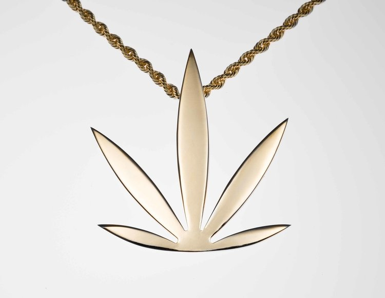 Modern Leaf - With 5 leaves, the Modern Leaf is designed to change the way cannabis is seen, elevating the traditional leaf.