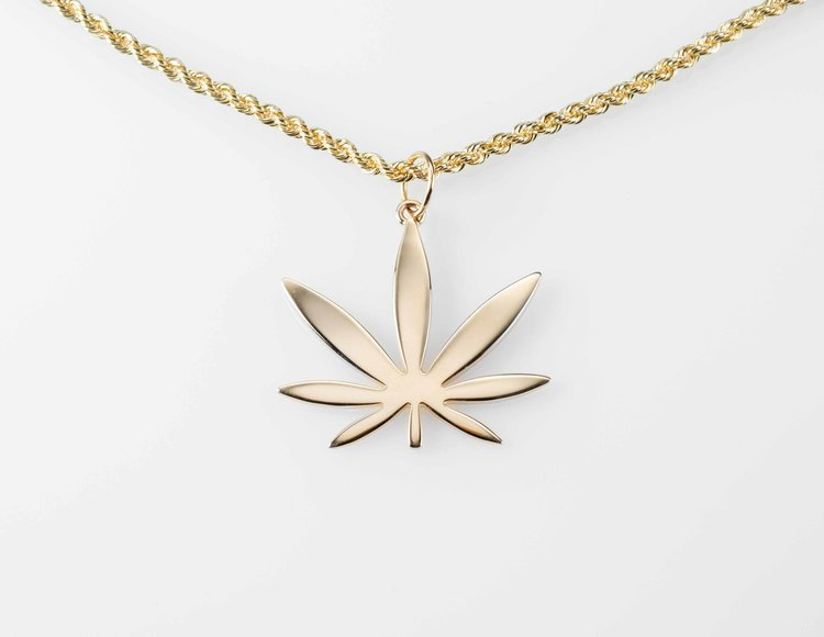 Modern 7 Leaf - This modern design has 7 leaves that illustrates the progression from pot culture to cannabis couture.