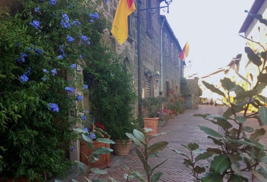 sorano-surroundings-tuscany.jpg