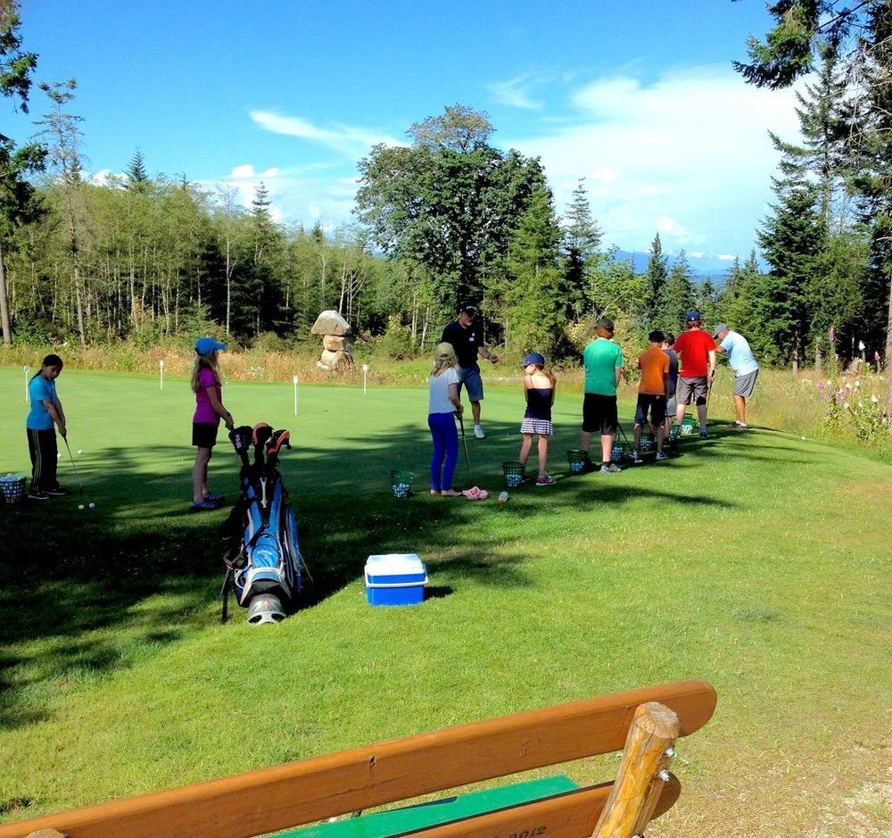 QuadraGolf_junior_camp_putting.jpg