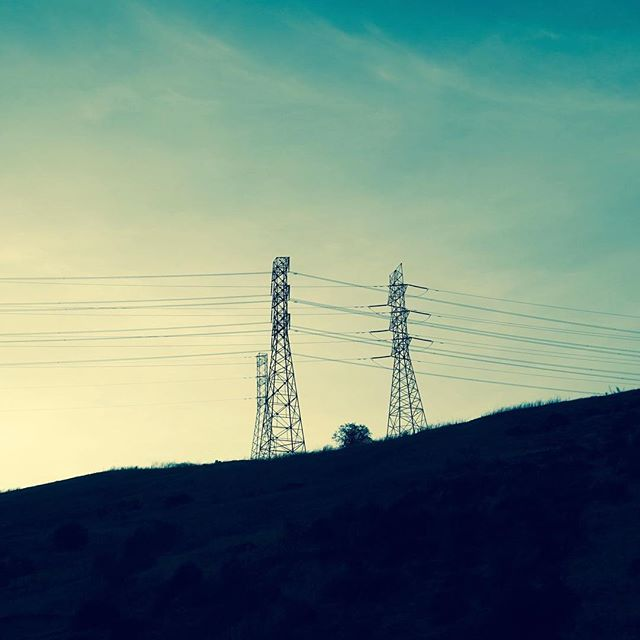 This is how energy moves.⠀ ⠀ These power shots are coming to you THIS Thurs, 2/23 ⠀  come out to M1-5 Lounge in Tribeca from 7-midnight for the @pancakesandbooze art show for the best shots & good vibes.⠀ ⠀ See link in bio!⠀ ⠀ #electricamerica #ontheroad #transmission #energy #renewables #coal #powerplants #power #americanpower #lookingout #windowshots #powerlines #powerformiles #electrons #raindrops #powerflows #traveler #infrastructure #infrastructurephotos #sonyalpha  #walkwithlocals #artnyc #photography #shoplocal #localartist #shoplocalnyc #nyphotographer #ontheroad #shopsmall #⚡️ 🇺🇸