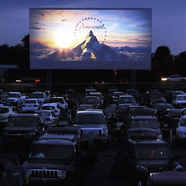 Five Things To Do This Summer Before School Starts ☀️ 3. Grab your bestie or boy and snuggle up at a drive-in theater. Tip: bring snacks and every blanket you own and make it super cozy! . . . Image via Pinterest!