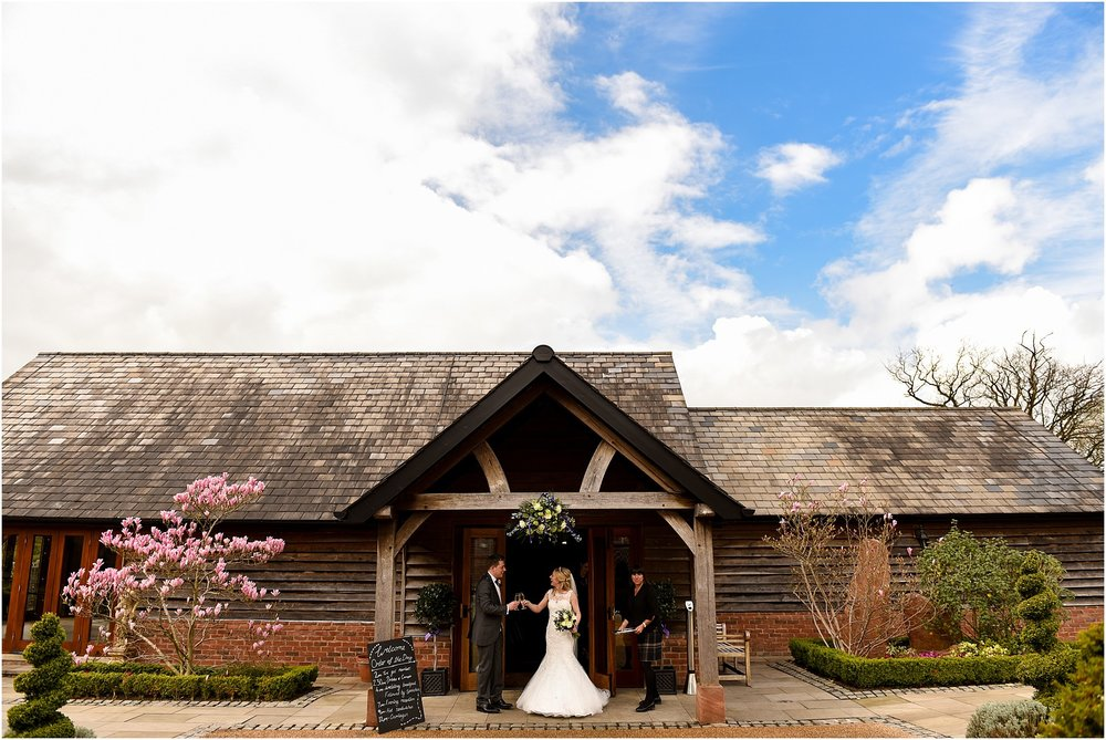 sandhole-oak-barn-wedding-044.jpg