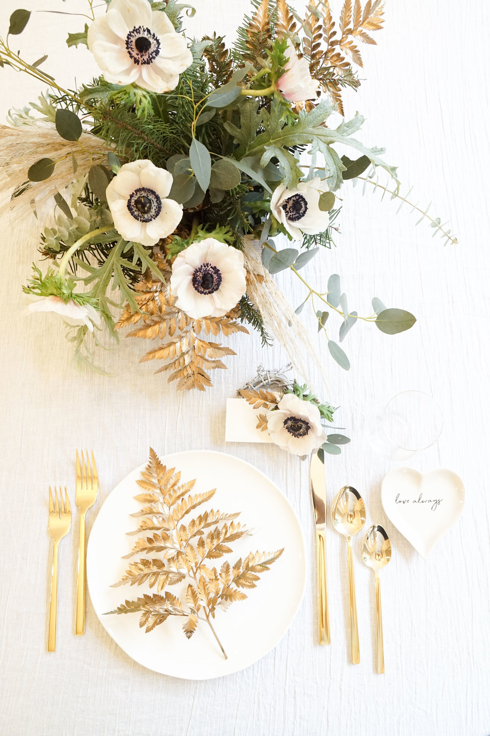 Modern Holiday Tabletop Ideas_Calla Hill Florist-09544.jpg