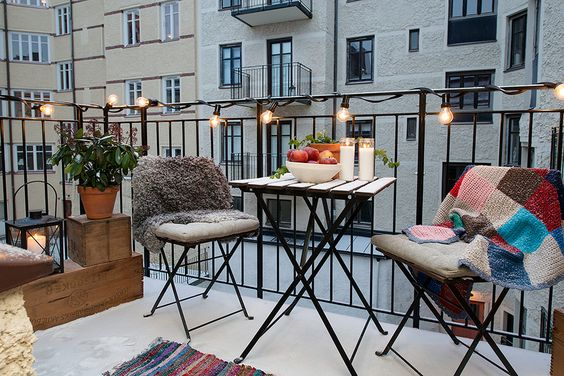 Top 7 balcony terrace decor ideas for your nyc apartment - Set de table new york ...