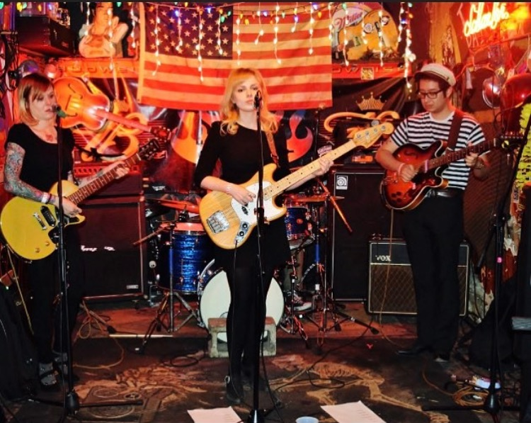 Jessica Milton and her band Sanchita performing at Hanks.