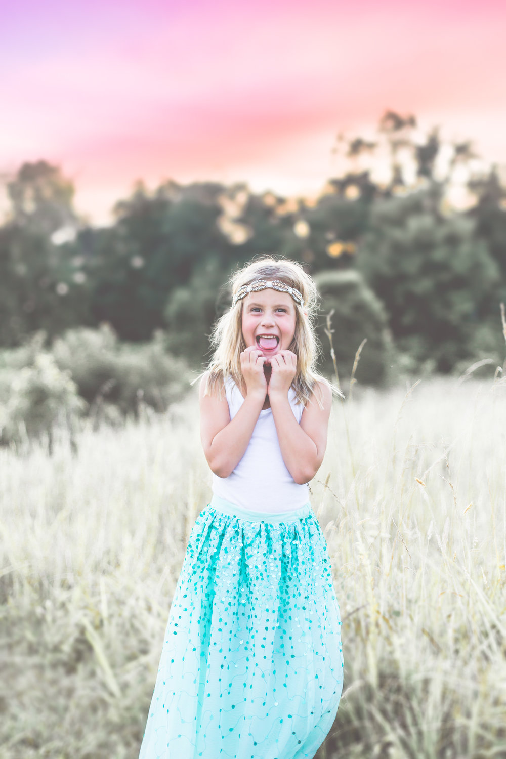 LITTLES  $650  90-120 minute photo session at location(s)T.B.D. with one outfit change. Pricing includes session fee, 40+ thoughtfully edited high resolution digital images with full print release and personal viewing collection.