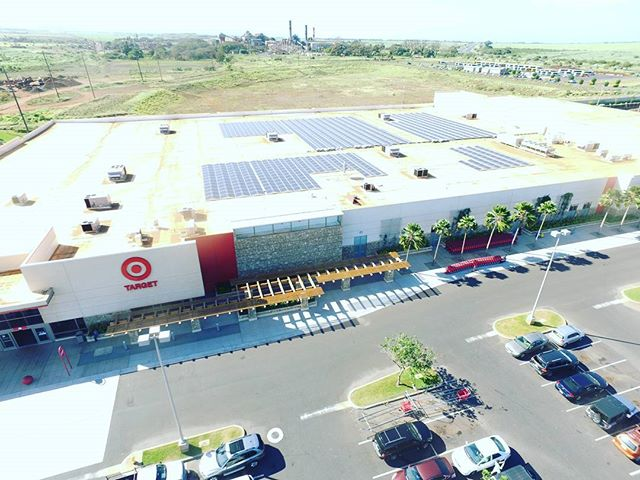 Partnered with @SunPower here is a project we did over at the Kahului @Target Store in Hawai'i on the island of Maui 🌞 For more information about this project click the link in our bio 💻 #DahlElectricProjects