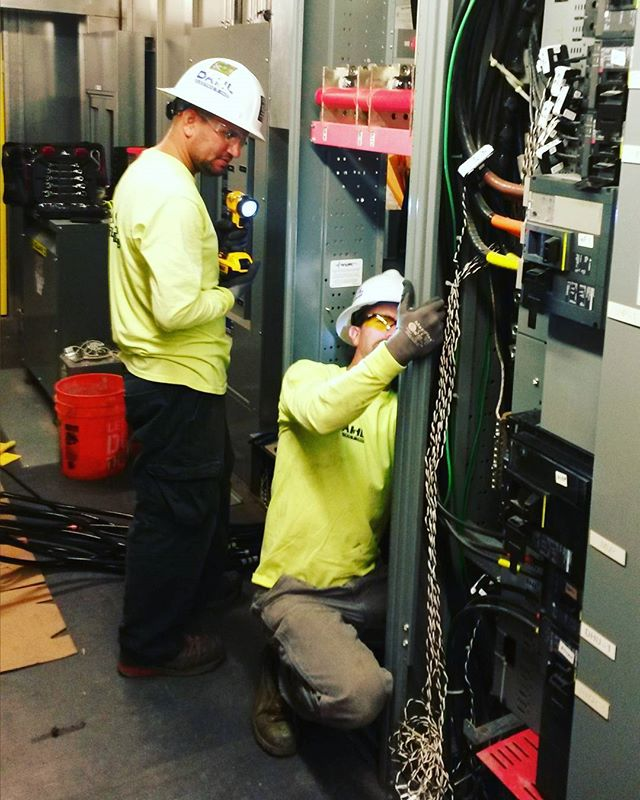 Jeremy and Nick are out in Kona on the Big Island adding a section of switchboard for connection of a new 900KW PV system 🔌 For more info click the link in our bio 💻 #DahlElectricProjects