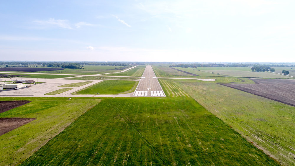 DOWNLOAD   Runway 7 (approach view)
