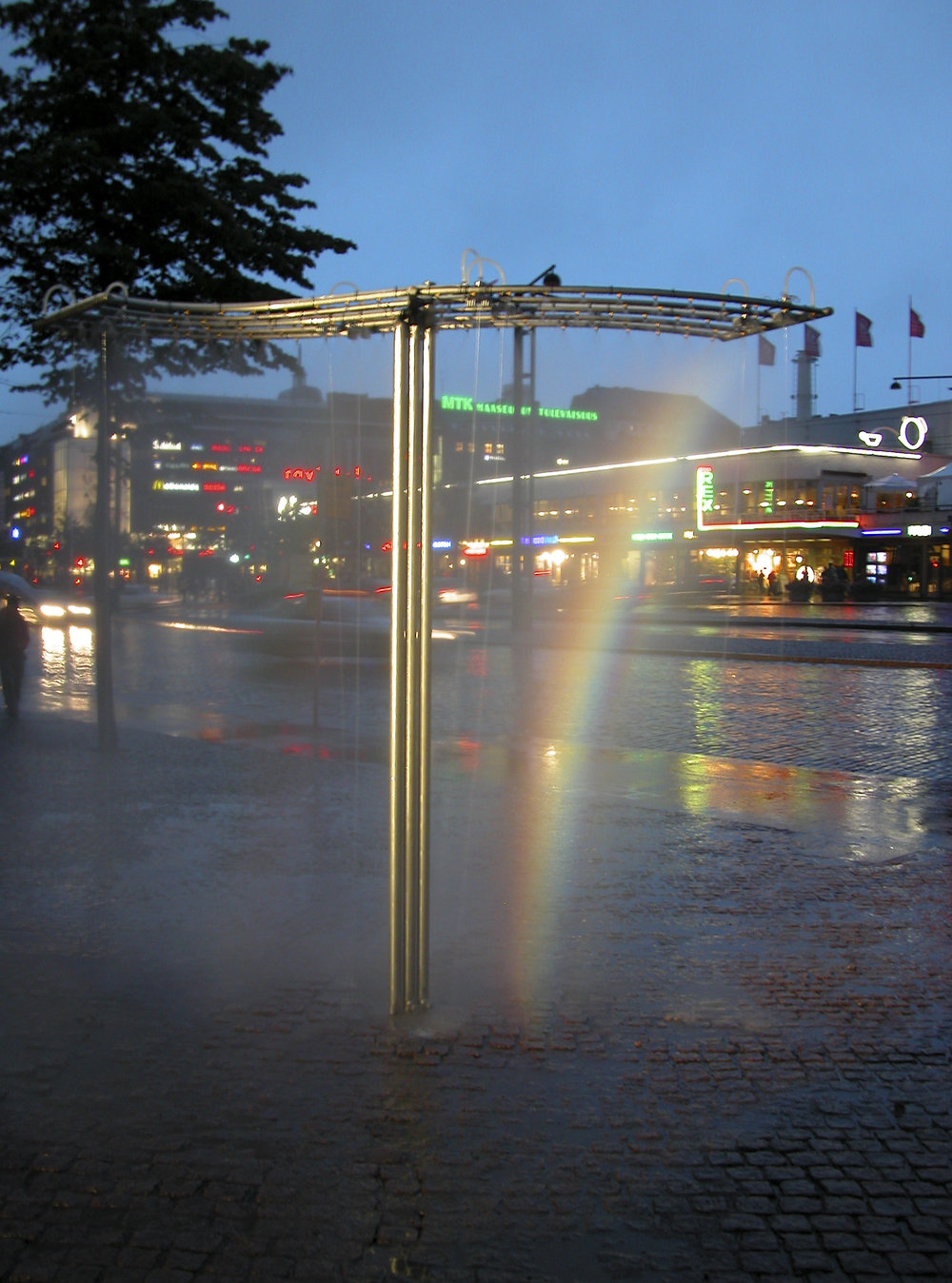 4 RAINBOWS 2  Light Rain Vert Night.jpg