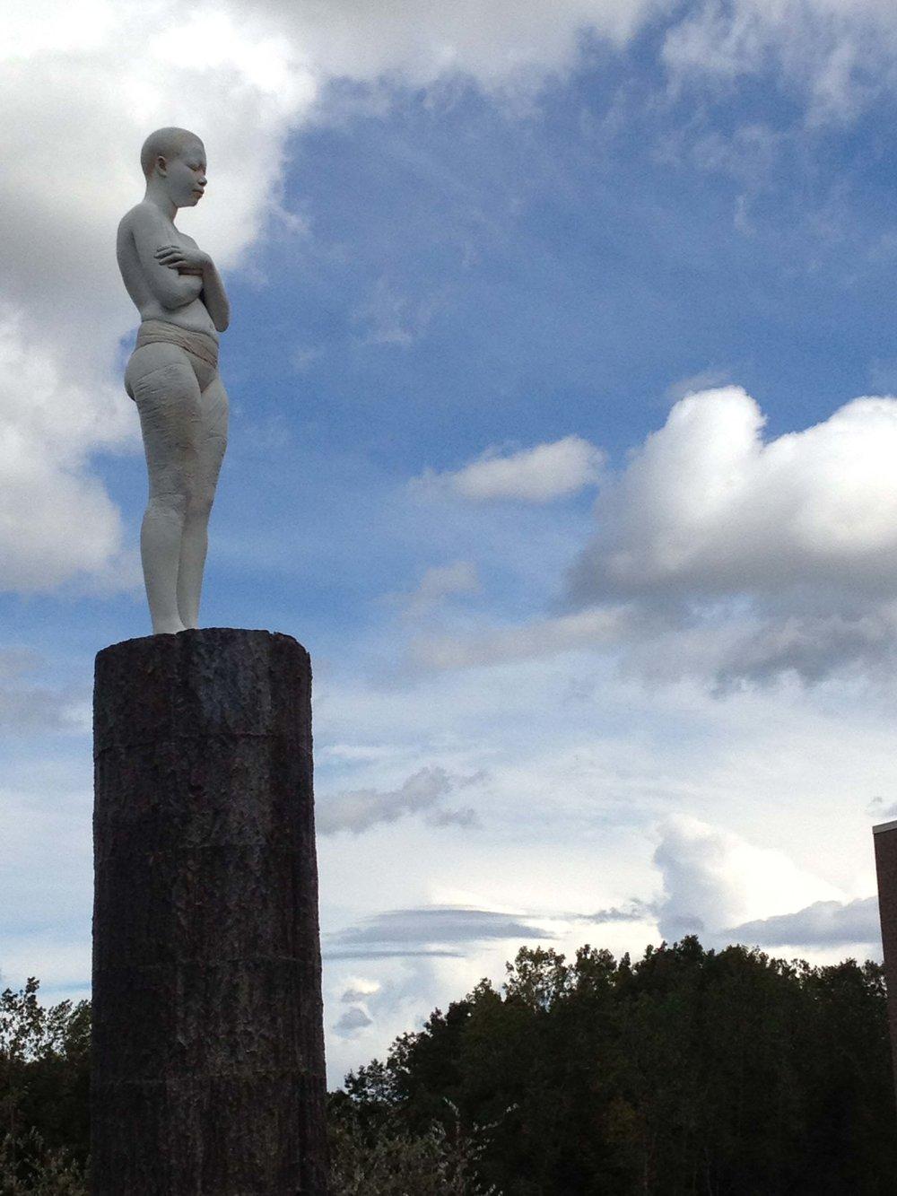 Overseer  -13'1 X 18 X 14 in cast aluminum and bronze (2012) at Frederik Meijer Gardens & Sculpture Park