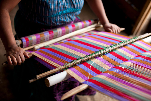guatemalan-weavers