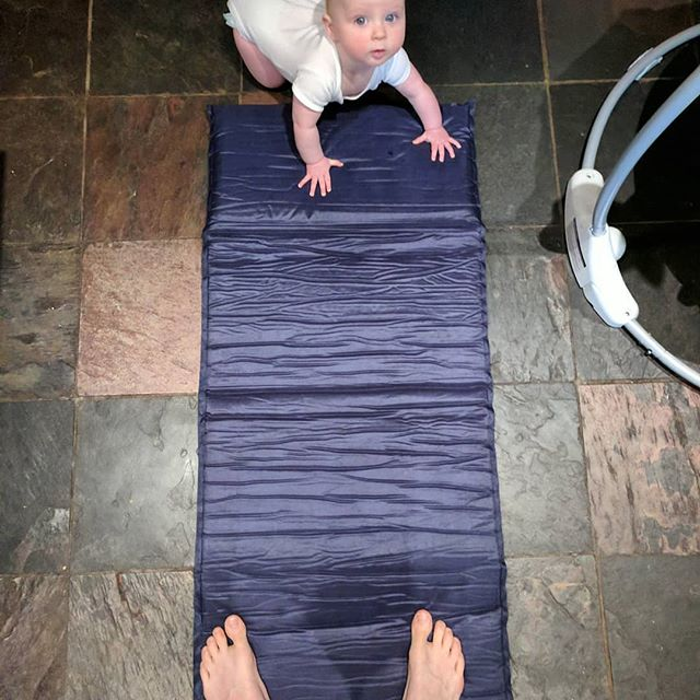 A welcomed suprise from #Gev on the yoga mat this morning. 💚🤸 #yoga #fitness #daddydaycare #workout #powerhour #startthemyoung #upthevines #yogachallenge #yogaposes