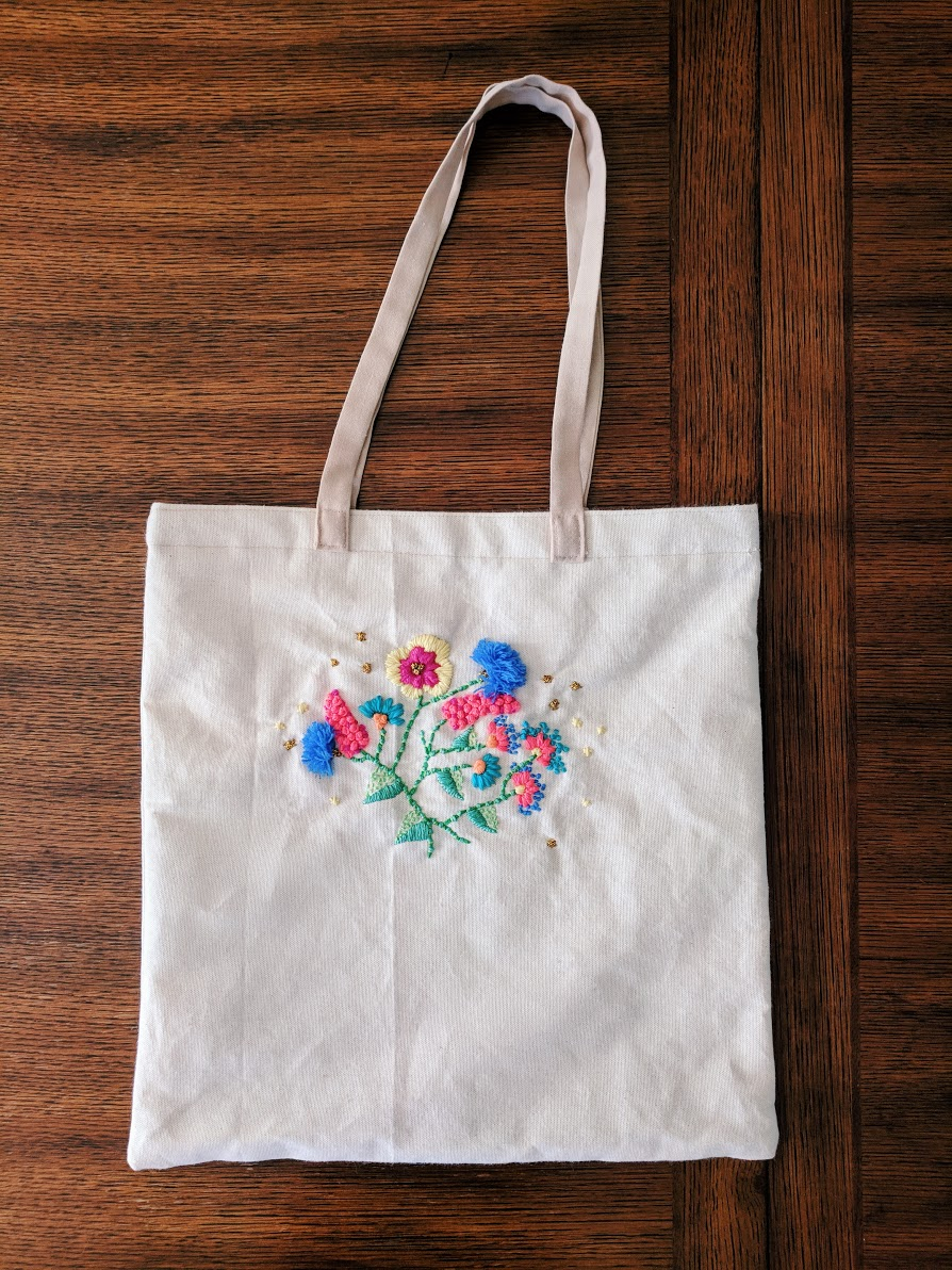My finished tote bag with embroidered bouquet.