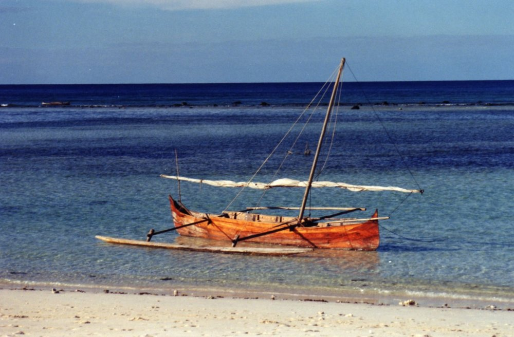 Pirogue at Iranja