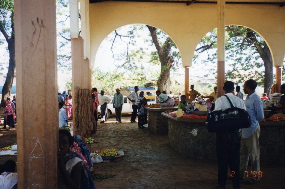 Shopping at market Fomboni