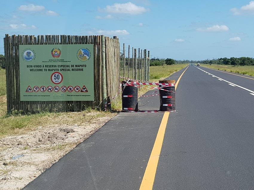 Tar road entrance Maputo Special reserve 1.jpg