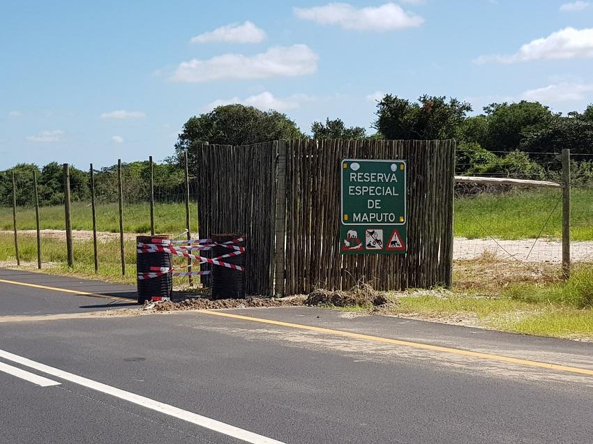 Tar road entrance Maputo Special Reserve 2.jpg