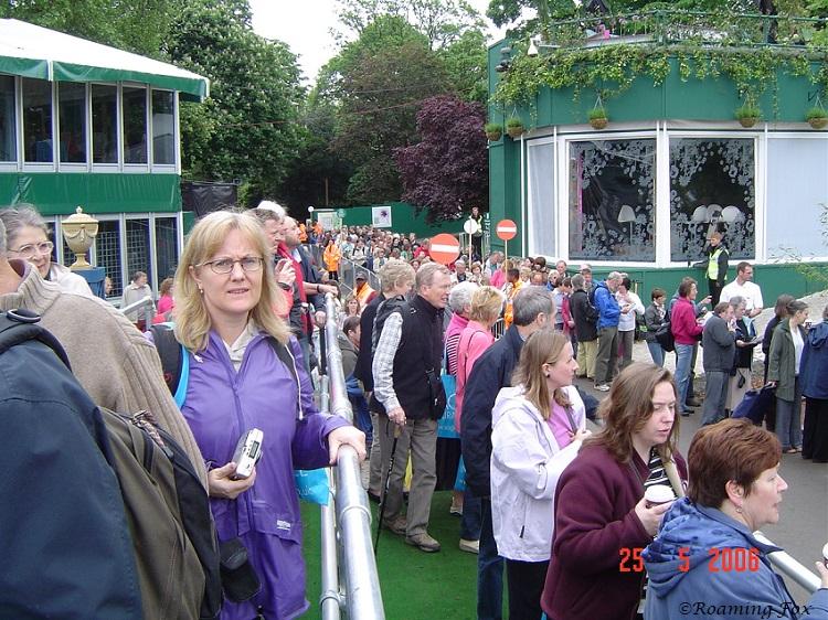Queues Chelsea Flower Show 2006.JPG