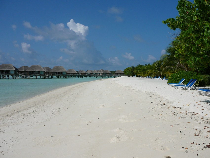 Water bungalows to our right