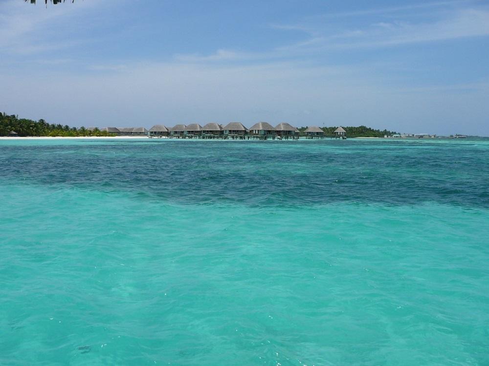 Water bungalows Club Med Kani.JPG