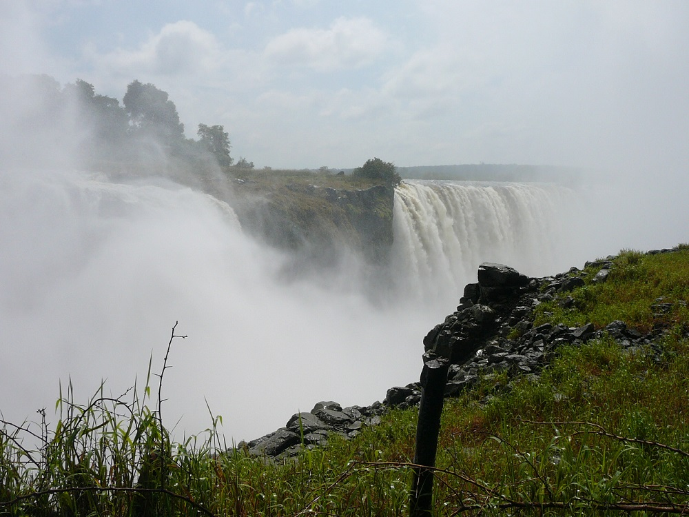 Larger section of Victoria Falls.JPG