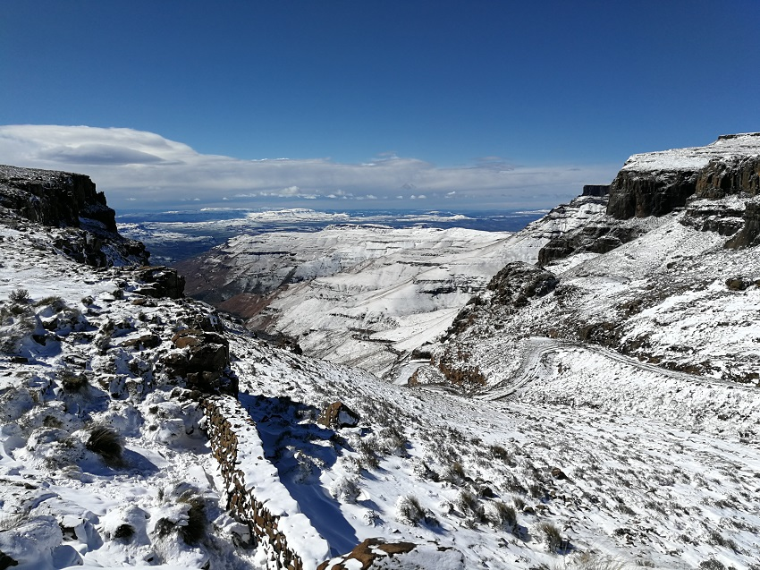 Snow top Sani Pass 2 www.3kids2dogsand1oldhouse.co.za.jpg