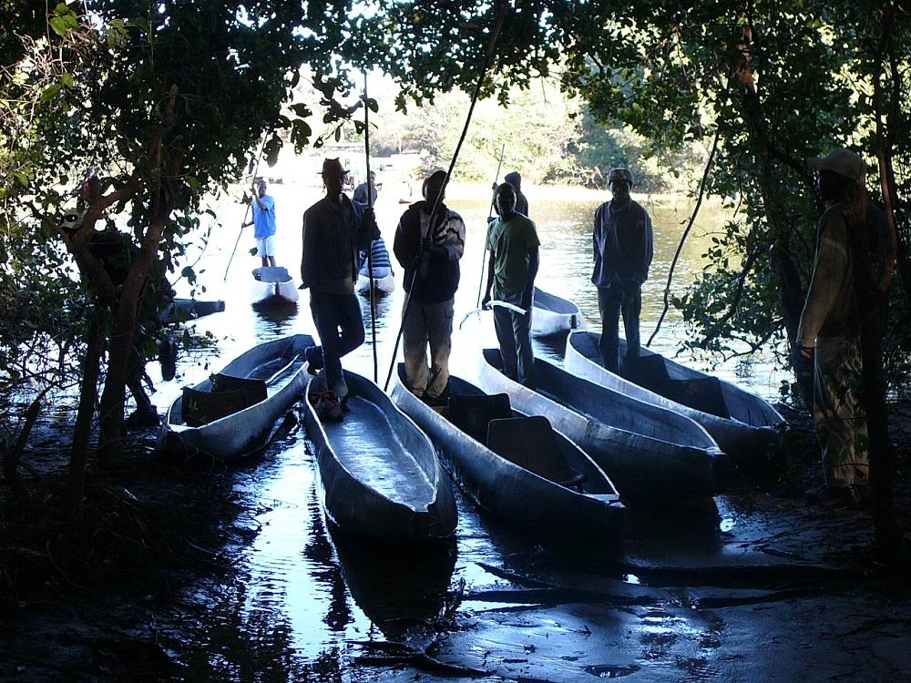 Mokoros and their oarsmen (or polemen)
