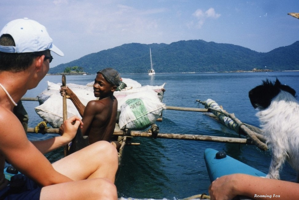 Giving some motorized assistance to the oarsman in the pirogue by pushing it along