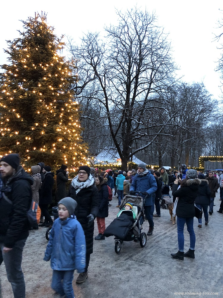 Christmas tree and a gathering of old and young at Chinesischer Turm, Englischer Garten