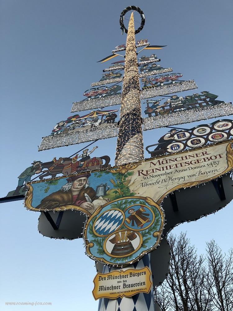 Maypole - Der Maibaum - Viktualienmarkt, Munich