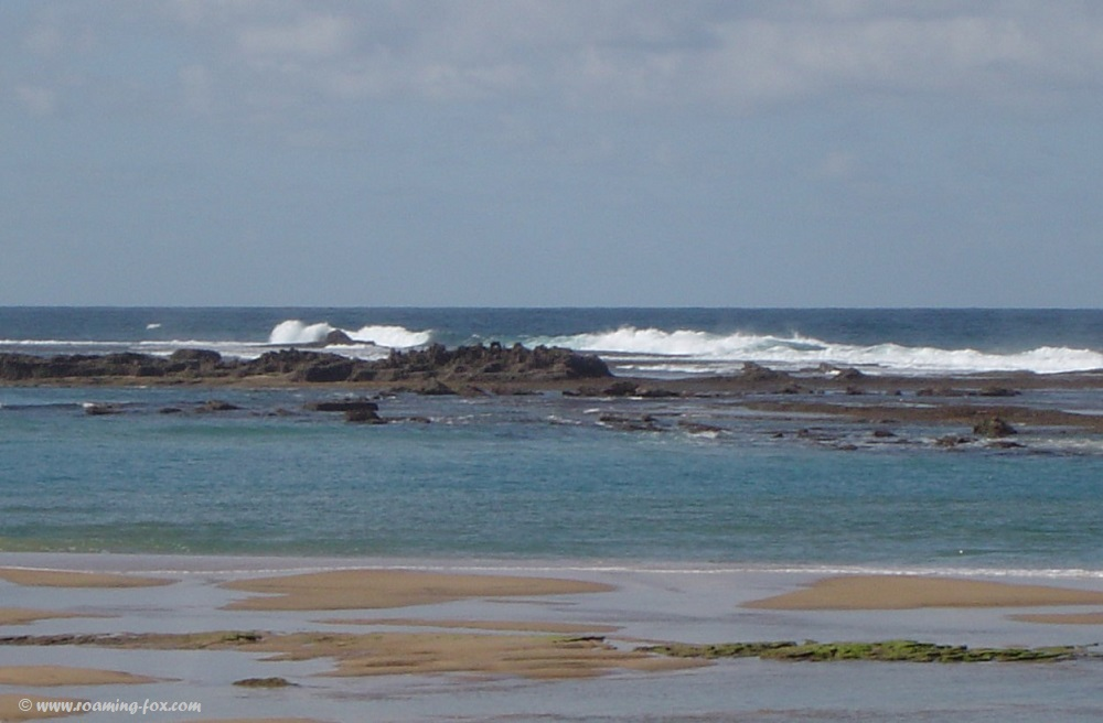 At low tide one can snorkel around the reef at Zavora