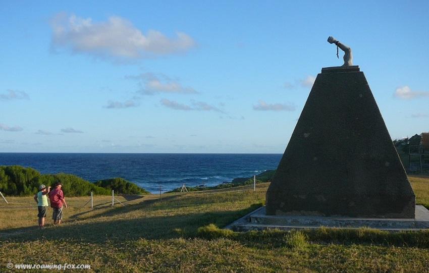 Tofinho-monument-near-Tofo